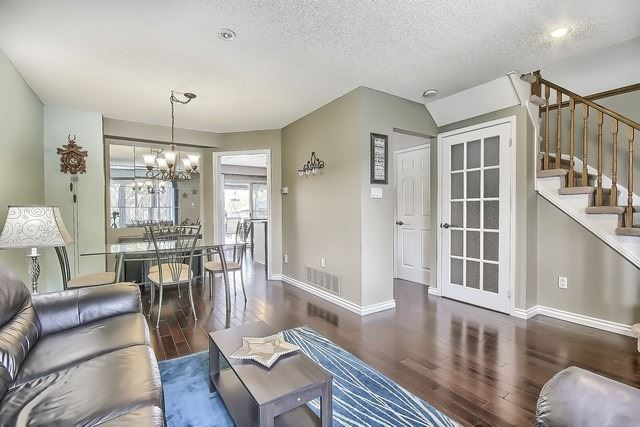 Detached at 14 Melborne Crt, Whitby, Ontario. Image 16