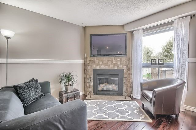 Detached at 14 Melborne Crt, Whitby, Ontario. Image 3