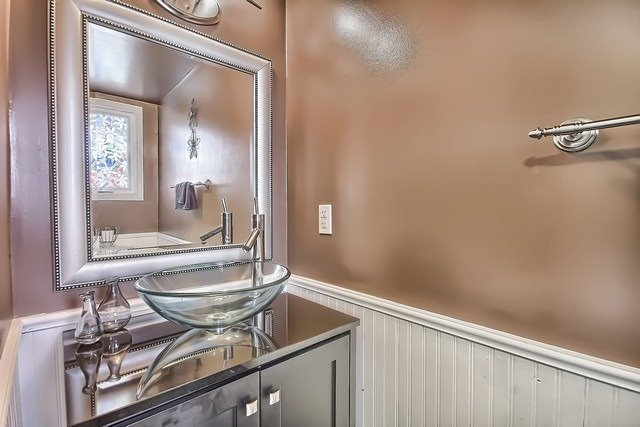 Detached at 14 Melborne Crt, Whitby, Ontario. Image 4