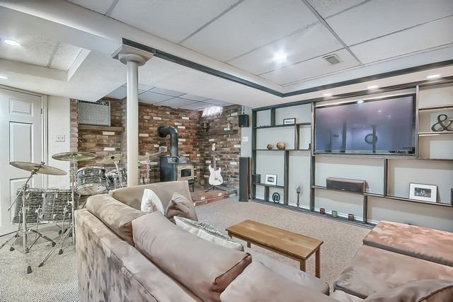 Detached at 14 Melborne Crt, Whitby, Ontario. Image 8