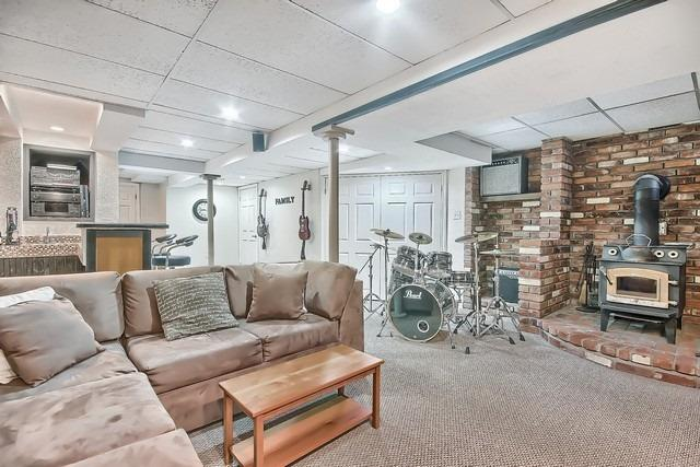 Detached at 14 Melborne Crt, Whitby, Ontario. Image 10