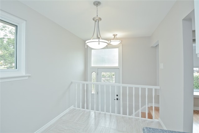 Semi-detached at 72 Little Ave, Clarington, Ontario. Image 14