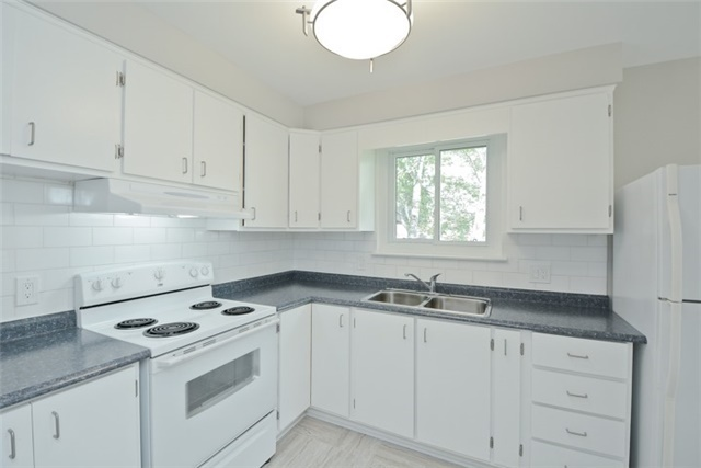 Semi-detached at 72 Little Ave, Clarington, Ontario. Image 16
