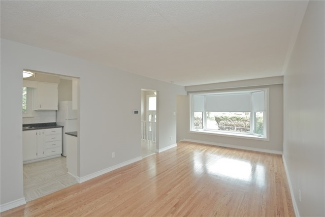 Semi-detached at 72 Little Ave, Clarington, Ontario. Image 18