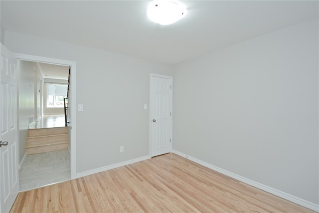 Semi-detached at 72 Little Ave, Clarington, Ontario. Image 20