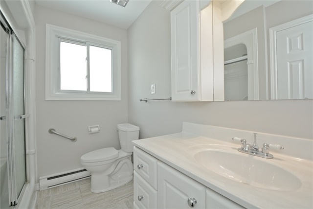 Semi-detached at 72 Little Ave, Clarington, Ontario. Image 3