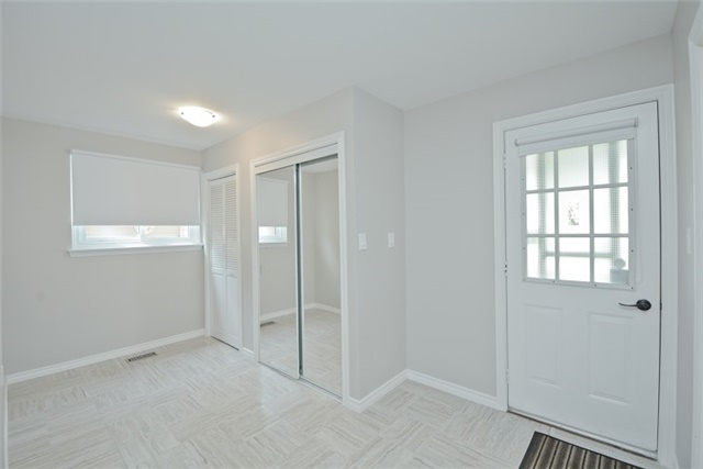 Semi-detached at 72 Little Ave, Clarington, Ontario. Image 4