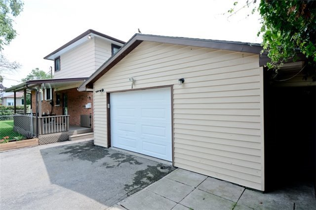 Semi-detached at 72 Little Ave, Clarington, Ontario. Image 8