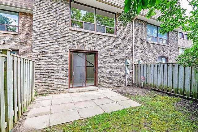 Condo Townhouse at 1958 Rosefield Rd, Unit 41, Pickering, Ontario. Image 13