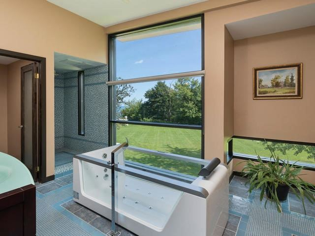 Detached at 51 Sunnypoint Cres, Toronto, Ontario. Image 2