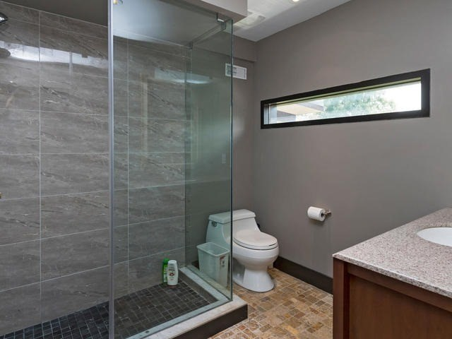 Detached at 51 Sunnypoint Cres, Toronto, Ontario. Image 6