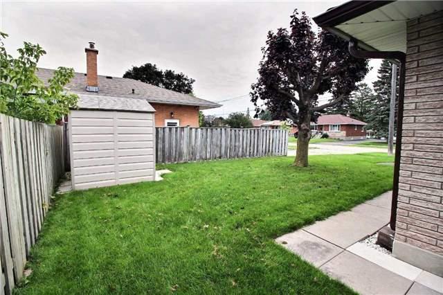 Detached at 3330 Nipigon St, Oshawa, Ontario. Image 10