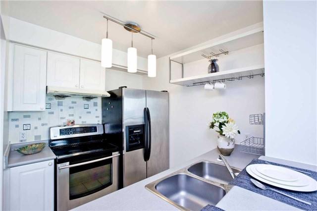 Condo Apartment at 1 Lee Centre Dr, Unit 1508, Toronto, Ontario. Image 18