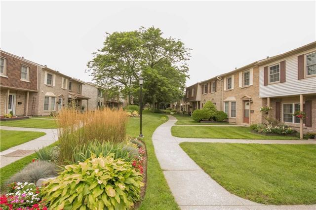 Condo Townhouse at 580 Eyer Dr, Unit 99, Pickering, Ontario. Image 12