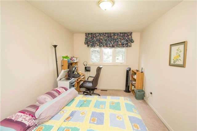 Condo Townhouse at 580 Eyer Dr, Unit 99, Pickering, Ontario. Image 18