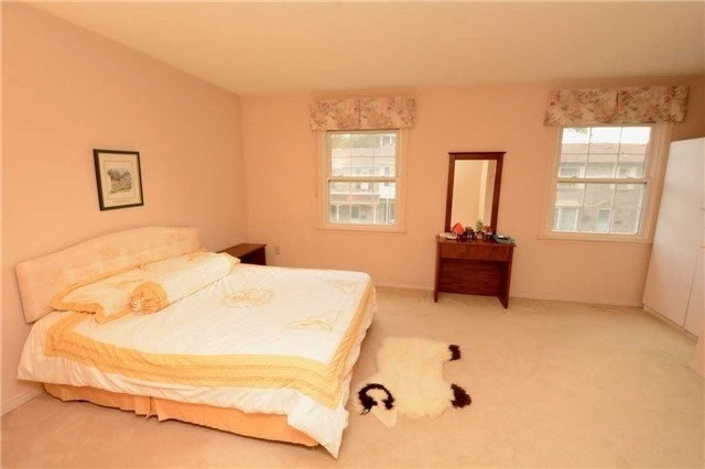 Condo Townhouse at 580 Eyer Dr, Unit 99, Pickering, Ontario. Image 19
