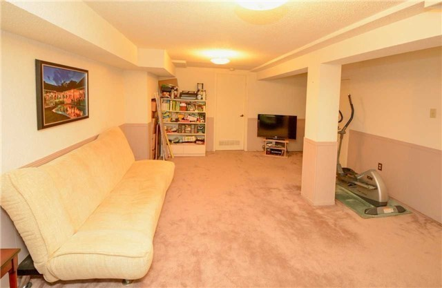 Condo Townhouse at 580 Eyer Dr, Unit 99, Pickering, Ontario. Image 3