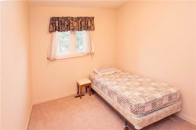 Condo Townhouse at 580 Eyer Dr, Unit 99, Pickering, Ontario. Image 5