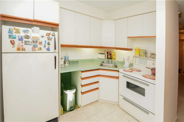 Condo Townhouse at 580 Eyer Dr, Unit 99, Pickering, Ontario. Image 8