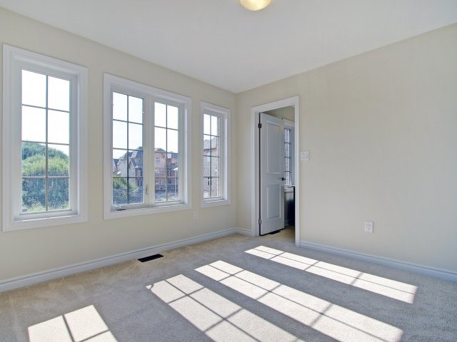 Detached at 2193 Sunflower Rd, Pickering, Ontario. Image 3