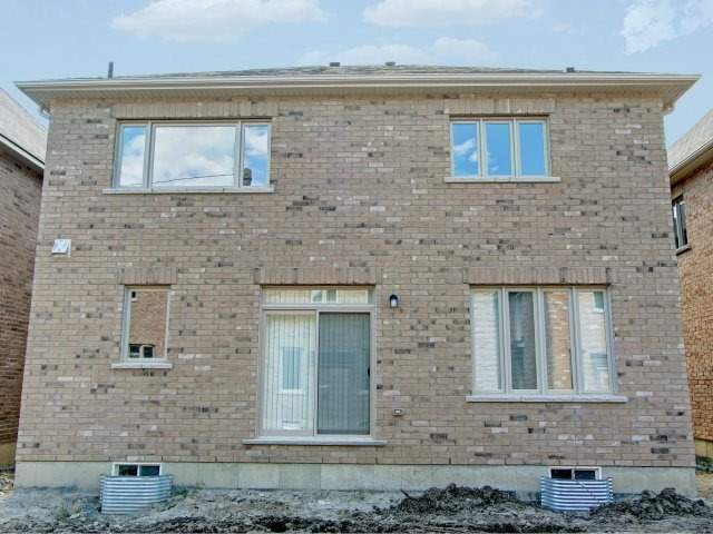 Detached at 2193 Sunflower Rd, Pickering, Ontario. Image 13