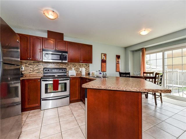 Townhouse at 20 Booker Dr, Ajax, Ontario. Image 3