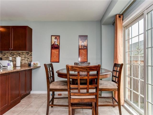 Townhouse at 20 Booker Dr, Ajax, Ontario. Image 4