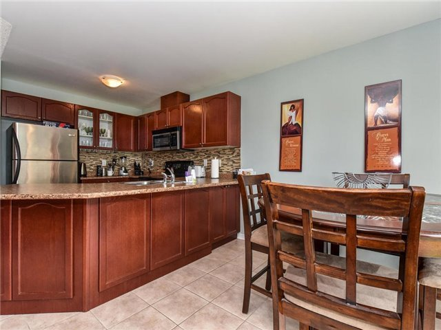 Townhouse at 20 Booker Dr, Ajax, Ontario. Image 5