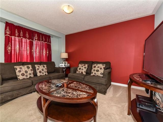 Townhouse at 20 Booker Dr, Ajax, Ontario. Image 6