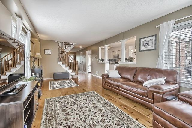 Detached at 55 Marchwood Cres, Clarington, Ontario. Image 2