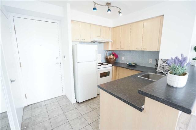 Condo Apartment at 38 Lee Centre Dr, Unit 2110, Toronto, Ontario. Image 1