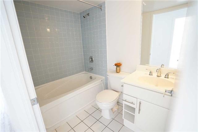 Condo Apartment at 38 Lee Centre Dr, Unit 2110, Toronto, Ontario. Image 4