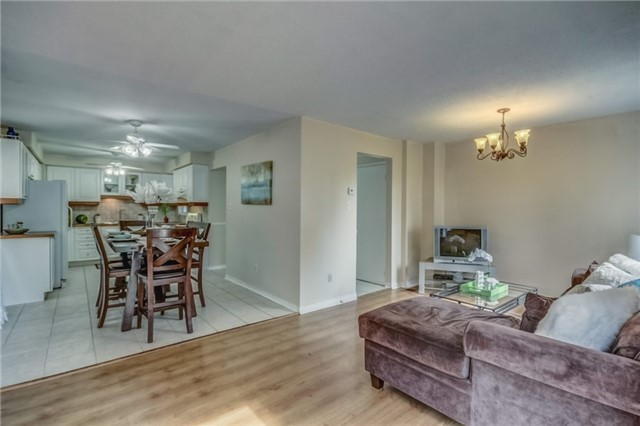 Detached at 40 Tresher Crt, Ajax, Ontario. Image 18
