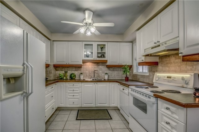 Detached at 40 Tresher Crt, Ajax, Ontario. Image 3