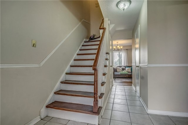 Detached at 40 Tresher Crt, Ajax, Ontario. Image 4