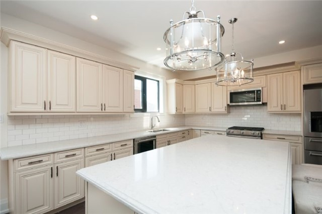 Detached at 303 Fiddlers Crt E, Pickering, Ontario. Image 8