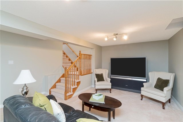 Detached at 542 Rodd Ave, Pickering, Ontario. Image 10