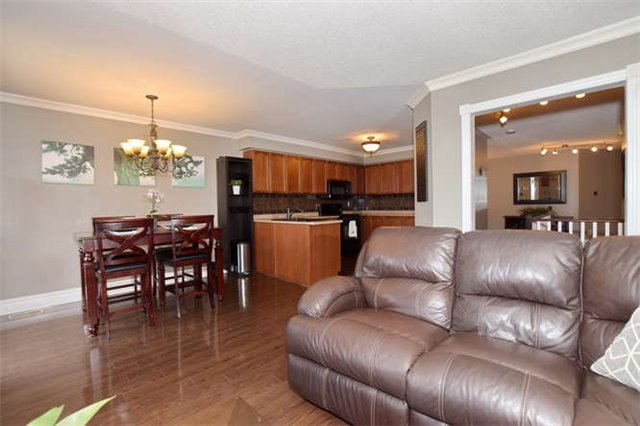 Detached at 35 Steinway Dr, Scugog, Ontario. Image 3