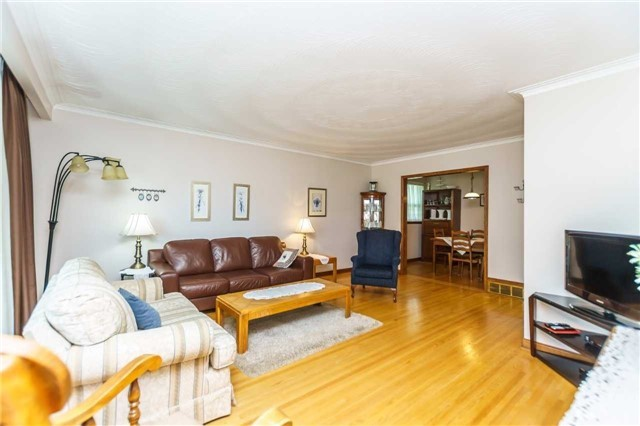 Detached at 37 Jeanette St, Toronto, Ontario. Image 9