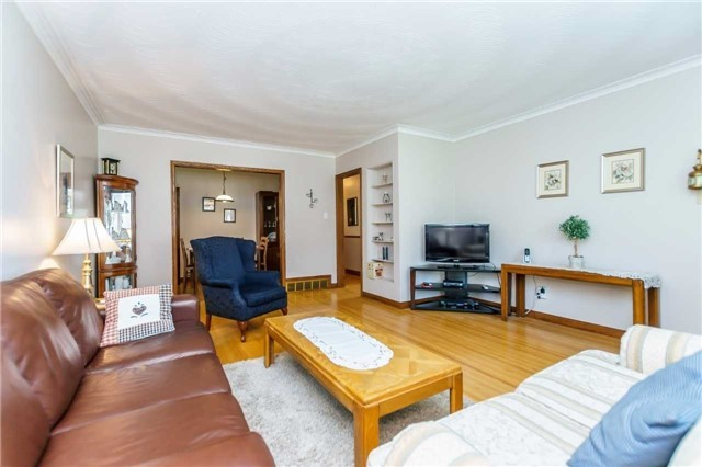 Detached at 37 Jeanette St, Toronto, Ontario. Image 10