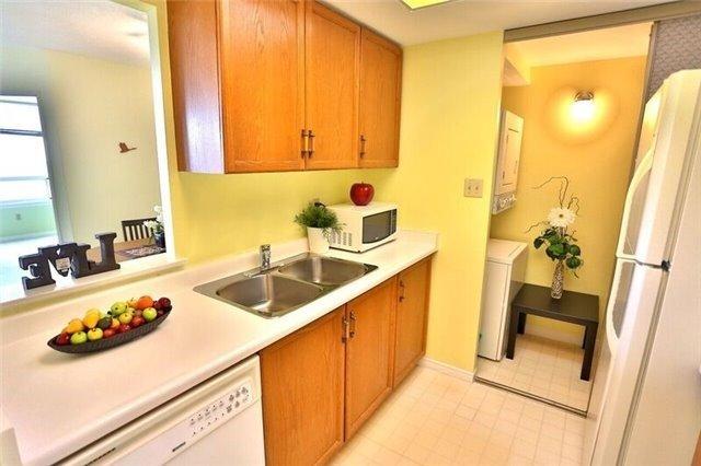 Condo Apartment at 5 Greystone Walk Dr, Unit 814, Toronto, Ontario. Image 6