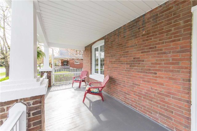 Detached at 406 Walnut St W, Whitby, Ontario. Image 14