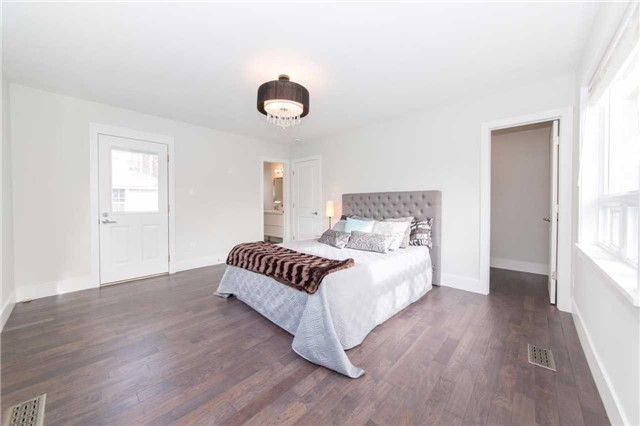 Detached at 406 Walnut St W, Whitby, Ontario. Image 3