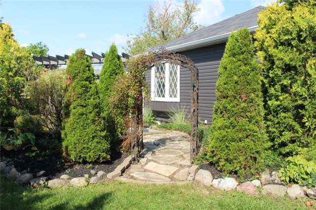 Detached at 1722 Victoria St, Pickering, Ontario. Image 16