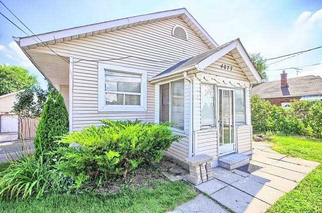 Detached at 4077 Lawrence Ave E, Toronto, Ontario. Image 1