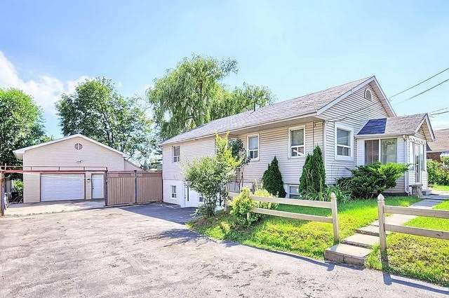 Detached at 4077 Lawrence Ave E, Toronto, Ontario. Image 12