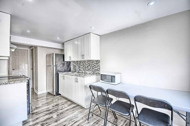 Detached at 4077 Lawrence Ave E, Toronto, Ontario. Image 20