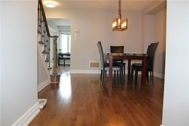 Detached at 20 Dunwell Cres, Ajax, Ontario. Image 12