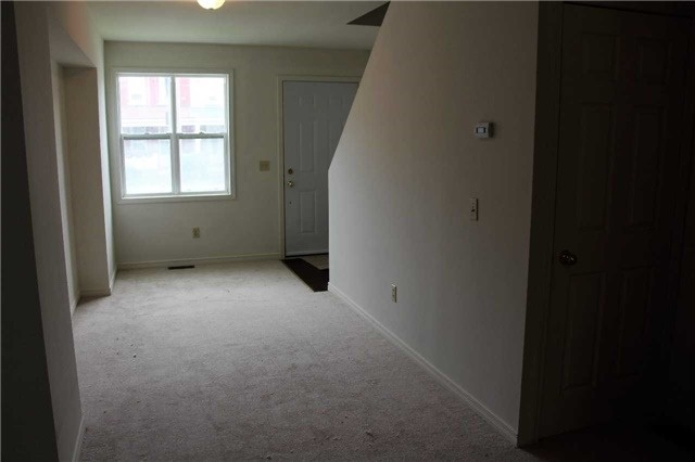 Townhouse at 152.5 Olive Ave, Oshawa, Ontario. Image 12