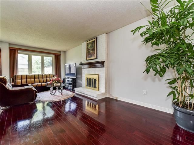 Detached at 29 Chadwick Dr, Ajax, Ontario. Image 8